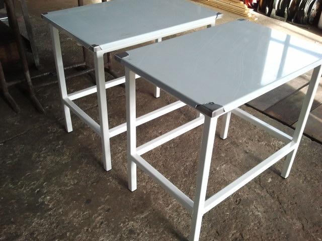 Werktafels staal gepoedercoat met RVS blad